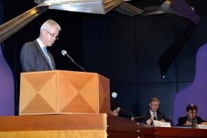 Kreisrat Bürgermeister Rainer Lechner bei der Verabschiedung des Haushalts 2016